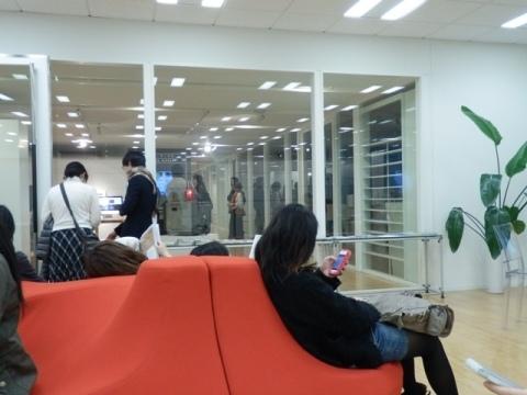 面白いデザインだが座りにくい椅子.JPG